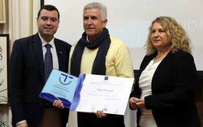 La Casa Rural DonLope recibe el diploma a la Calidad Turística